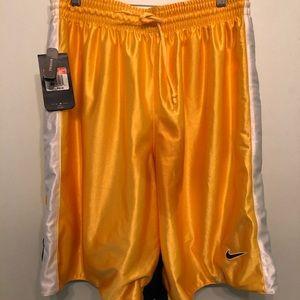 Nike Basketball Shorts. LARGE